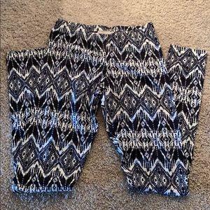 Black and white print leggings